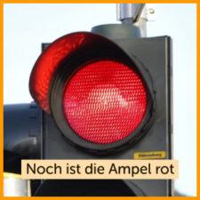 Die Ampel ist grün. Ein Beispiel zum 4 Ohren Modell. Noch ist die Ampel rot.
